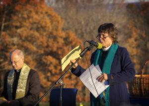 Explaining the pledge. Photo credit: Robert A. Jonas